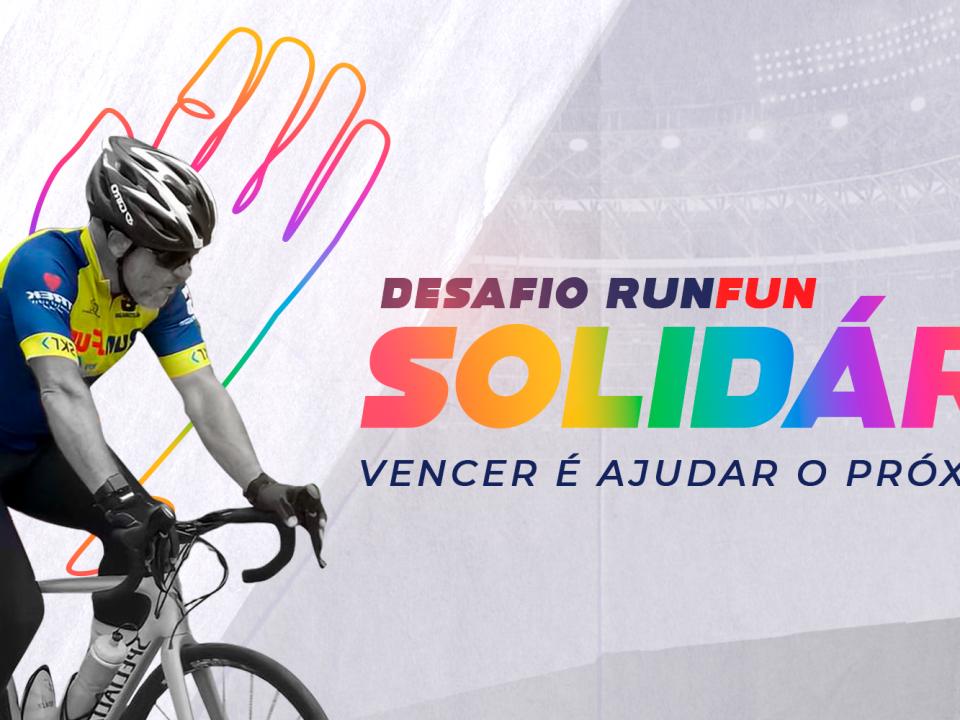 """homem pedalando e ao fundo os letreiros que dizem """"desafio solidário runfun"""" e o subtítulo """"vencer é ajudar o próximo"""